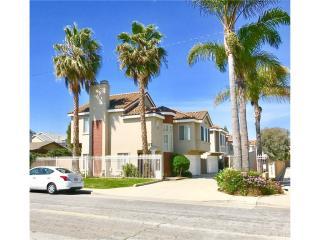 2557 Orange Avenue #C, Costa Mesa CA