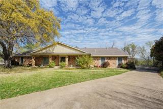 400 Lake Louise Court, Fort Worth TX