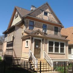 4646 N Damen Avenue, Chicago IL