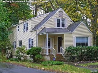 35 Oak Street, Allendale NJ