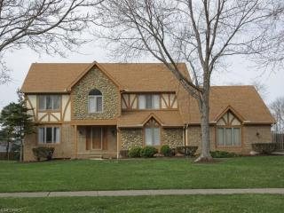 8000 Timber Ridge Dr, North Royalton, OH