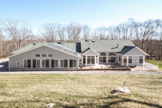 13 Lakes Pond Road, Waterford CT