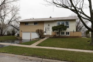 6414 Arnold Drive, Woodridge IL