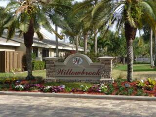 303 Meadows Drive #30-C, Boynton Beach FL