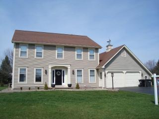 8 Red Rose Circle, Penfield NY