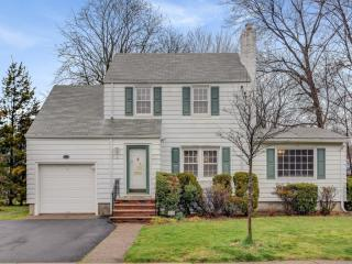 8 Rutgers Terrace, Fair Lawn NJ