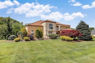 16 Regency Way, Manalapan NJ