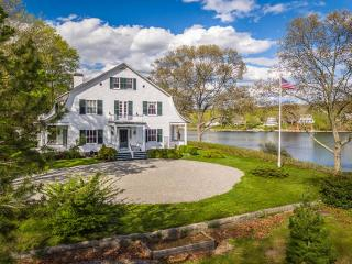 17 Shawandassee Rd, Waterford, CT