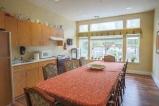 31200 23rd Ave S, Federal Way, WA