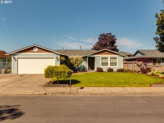 1447 Greenview Court, Woodburn OR