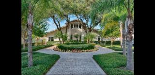 3303 N Lakeview Dr, Tampa, FL