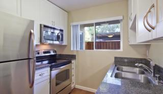 300 Rolling Oaks Dr, Thousand Oaks, CA
