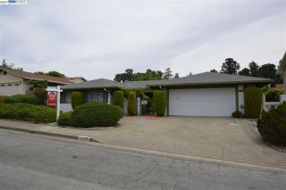 27905 Edgecliff Way, Hayward, CA