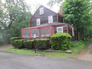 9 Grove St, Essex, MA