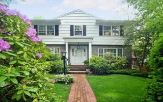 19A Somerset Drive South, Great Neck NY
