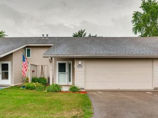 1005 Carmel Ct, Shoreview, MN