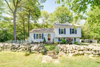 102 Rumonoski Dr, Northbridge, MA