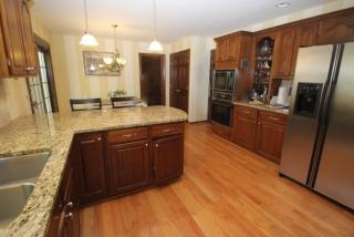 16 Park Forest Dr, Pittsford, NY