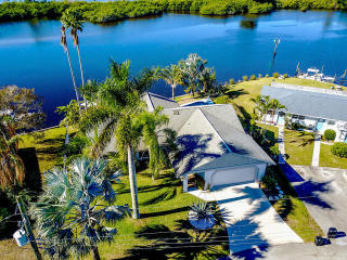 136 Southwest Cabana Point Circle, Stuart FL
