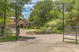 145 Adobe Ct, Hudson Oaks, TX