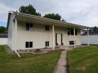 121 3rd Ave S, Casselton, ND
