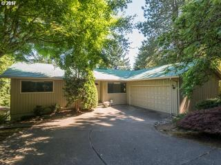 1041 Oxford Dr, Lake Oswego, OR