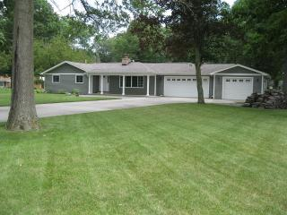 1421 Simon Rd, Huntertown, IN