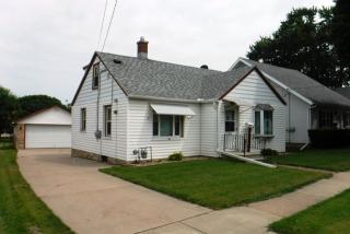 1105 S 10th St, Watertown, WI