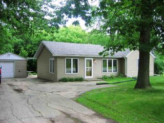 1296 Riverdale Dr, Oneida, WI