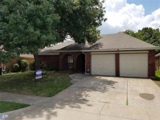 2709 Woodlark Drive, Fort Worth TX