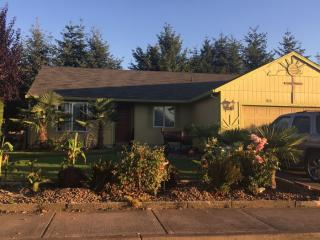 1091 Country Ln, Woodburn, OR