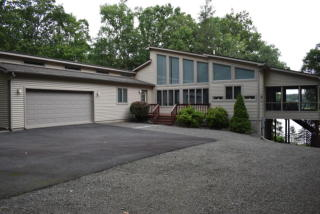 220 Country Club Dr, Lords Valley, PA