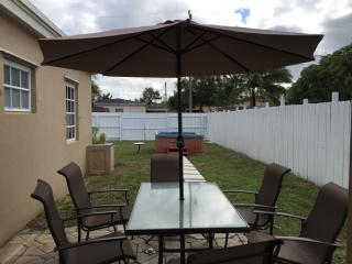 1414 NE 178th St, North Miami Beach, FL