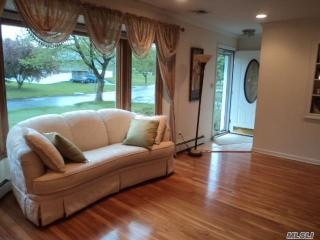 36 Shirley Ct, Commack, NY
