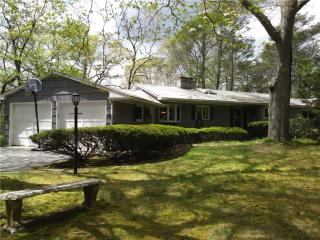 3 Hemlock Cir, Gales Ferry, CT