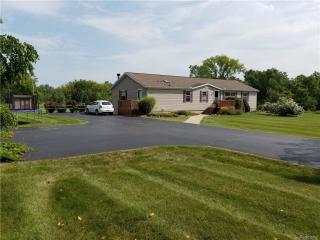 3325 E Maple Ave, Burton, MI