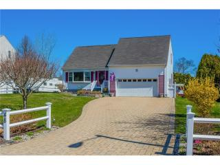 48 Hickory Ln, Waterford, CT