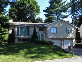 3 Pickwick Hill Dr, Huntington Station, NY