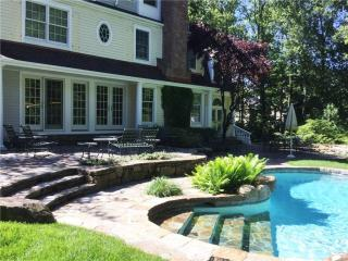 54 Scofield Ln, New Canaan, CT