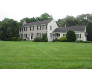12 Maplewood Dr, Lincoln, RI