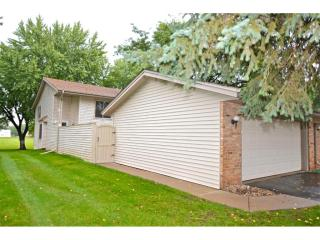 14 Hickory St, Farmington, MN