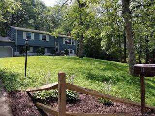 11 Lincoln Dr, Gales Ferry, CT