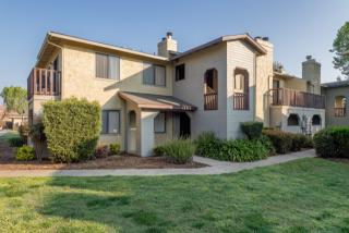 2001 E Cross Ave, Tulare, CA