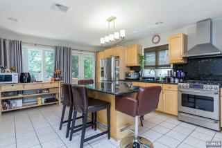 16 Wight Pl, Tenafly, NJ