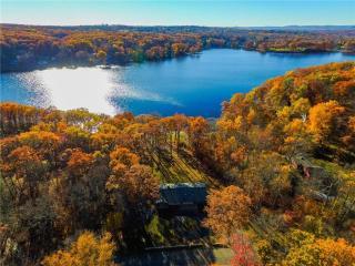 42 Taunton Lake Drive, Newtown CT