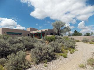 70 Irish Rd, Ranchos de Taos, NM