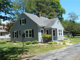 6 Ledyard Ln, Gales Ferry, CT