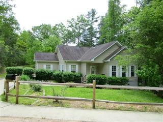215 Fox Hollow Cir, Otto, NC