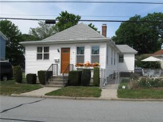 52 Middle St, Lincoln, RI