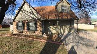 3604 Lakecrest Ct, Lawrence, KS